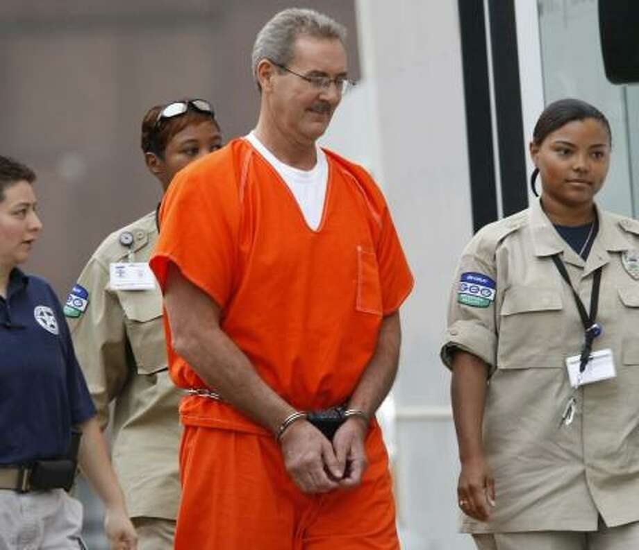 R. Allen Stanford, indicted on 21 counts of conspiracy, fraud and obstruction of justice appears at the Bob Casey Federal Courthouse on Thursday in Houston. Photo: JULIO CORTEZ, Chronicle