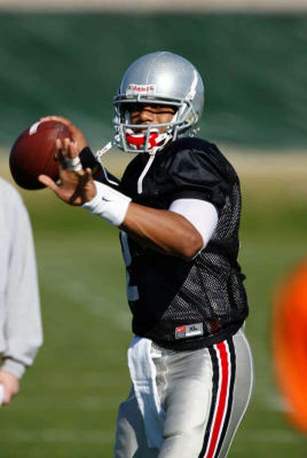 Ohio State quarterback Terrelle Pryor already reminds some people of a former Texas standout QB. Photo: Aaron J. Latham, AP