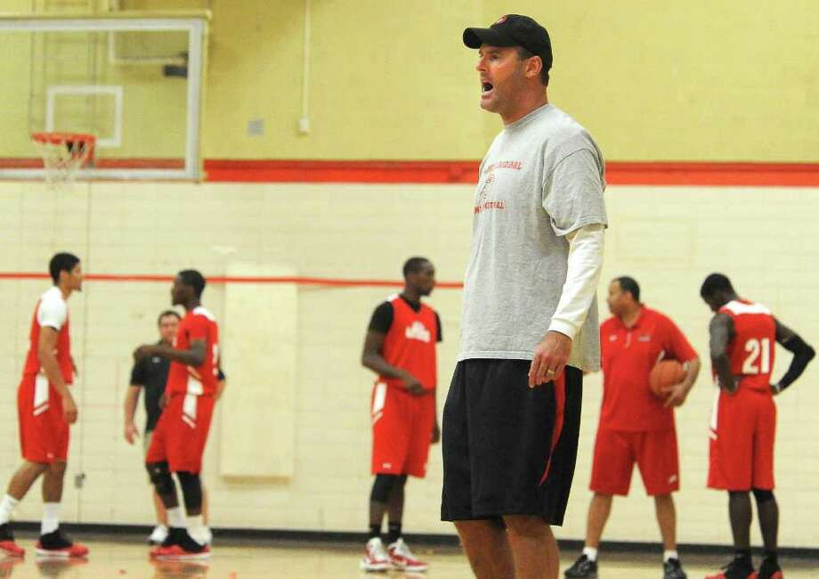 New Lamar Cardinals basketball coach, Pat Knight works the team on defense drills at Lamar University in Beaumont, Wednesday. Tammy McKinley/The Enterprise Photo: TAMMY MCKINLEY