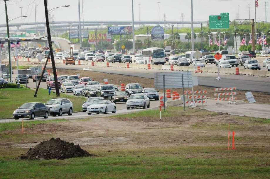The Southbound Frontage Road at FM-1959/DIXIE FARM Road is closed continuously through Thursday, January 19, 2012. There'a s detour through the intersection. Photo: Kim Christensen, Freelance / ©Kim Christensen