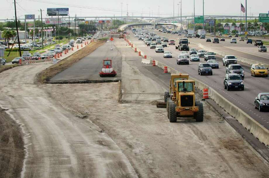 Road work on the Gulf Freeway near FM 1959/Dixie Farm Road, January 19, 2012. Expect more work along this stretch of the freeway in the coming years. Photo: Kim Christensen, Freelance / ©Kim Christensen