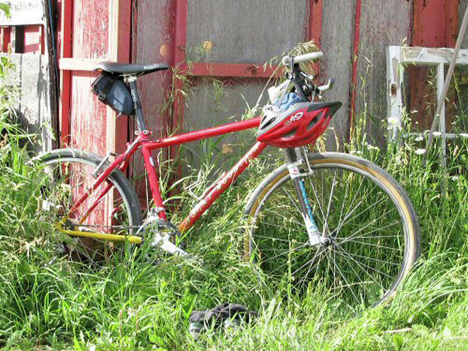 CT Folk will present its third annual Tour des Farms, a 25-mile, daylong bicycle ride, Saturday, Aug. 20. In addition to the farm products they discover along the way, riders will be entertained by Connecticut musicians at each stop. Registration begins at 9 a.m. Those interested are encouraged to pre-register and pay registration fees at ctfolk.com. Photo: Contributed Photo