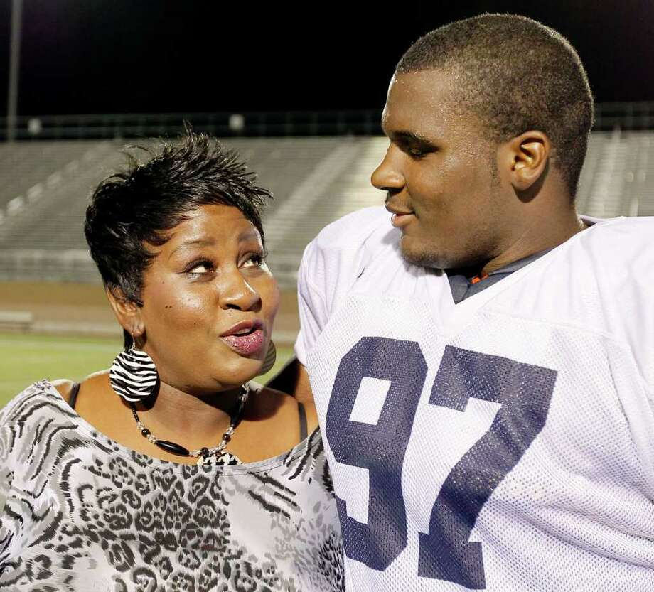 Defensive tackle Ashaad Mabry transferred from Oklahoma State to UTSA to be close to his mother, Corchelle, who has had health issues. Photo: Darren Abate/Special To The Express-News