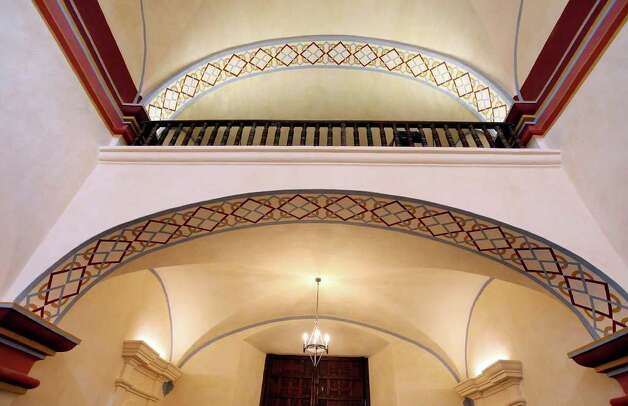 A view of the choir loft and new paint inside the Mission San José church Aug. 15, 2011. Photo: EDWARD A. ORNELAS, Edward A. Ornelas/Express-News / © SAN ANTONIO EXPRESS-NEWS (NFS)