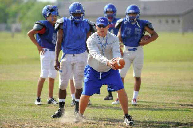 West Brook head football coach Craig Stump works with his quarterbacks during the third day of spring practice. Wednesday, April 21, 2010. Valentino Mauricio/The Enterprise Photo: Valentino Mauricio / Beaumont