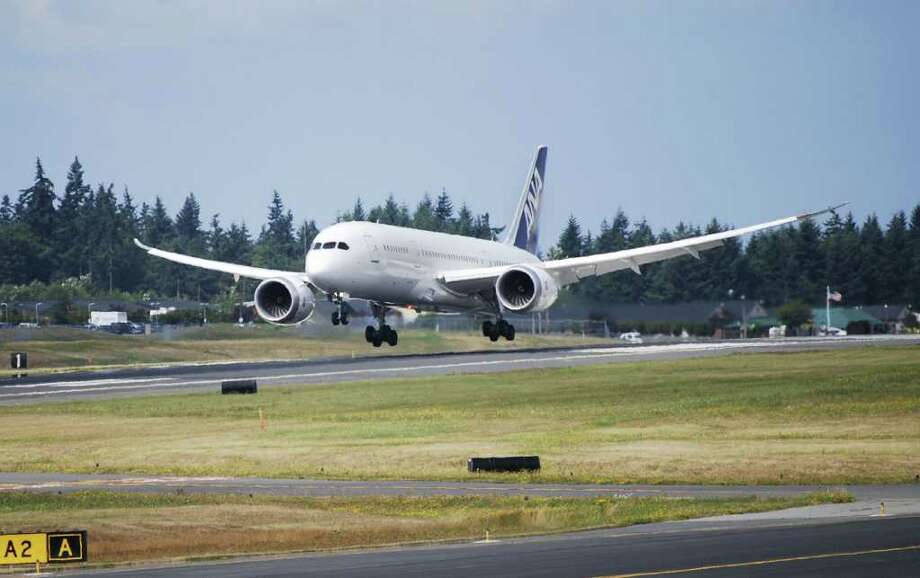 Boeing 787 Dreamliner ZA102, the ninth built, lands at Paine Field, in Everett, at the end of the last flight test required for certification of the 787 with Rolls-Royce Trent 1000 engines on Saturday, Aug. 13, 2011. Photo: Boeing / Copyright © 2010 Boeing. All Rights Reserved.