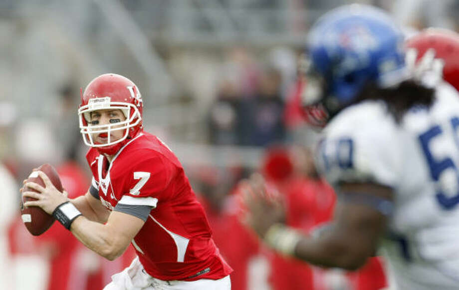 Case Keenum is on pace to break the NCAA career records in several categories. Photo: Nick De La Torre, Chronicle