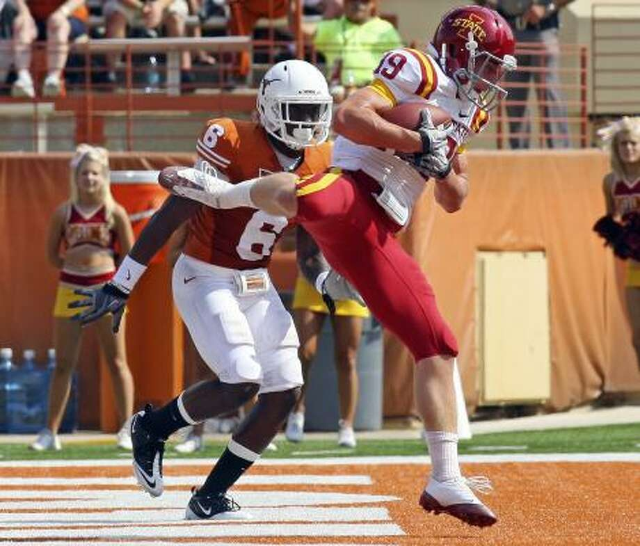Texas safety Christian Scott watches Iowa State receiver Josh Lenz come down with a touchdown. Photo: EDWARD A. ORNELAS, San Antonio Express-News