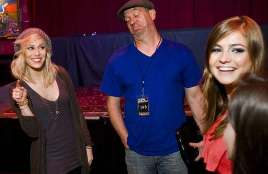 Singer Natasha Bedingfield, left, and vocal coach Dave Stroud give tips Thursday to Starwood auction winner Ally Hoffman, of Cypress, at the House of Blues. Hoffman and two others won a session with the pop star. Photo: Patrick T Fallon, Chronicle