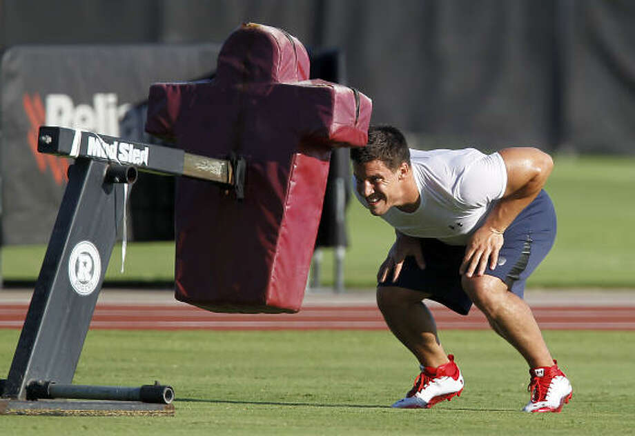 After working on his own in the first week, linebacker Brian Cushing might join practice later this week. Photo: Karen Warren, Chronicle
