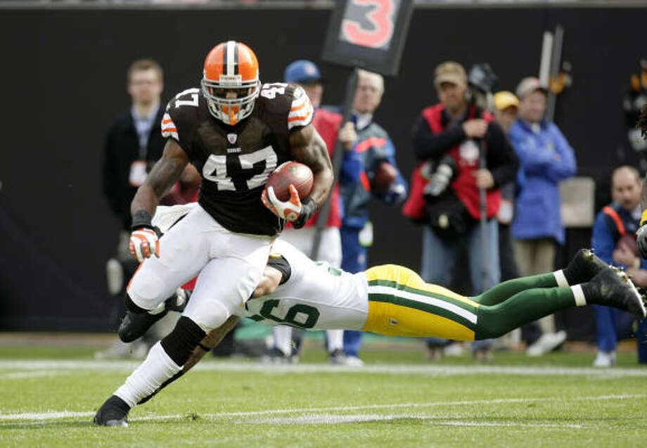 Lawrence Vickers started four games last season for the Cleveland Browns and averaged 2.2 yards a carry. Photo: Tony Dejak, ASSOCIATED PRESS