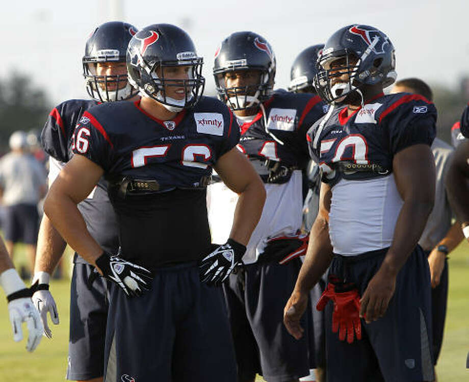 Brian Cushing, left, was back on the field Wednesday, participating in the individual period and some red-zone drills. Photo: Karen Warren, Chronicle