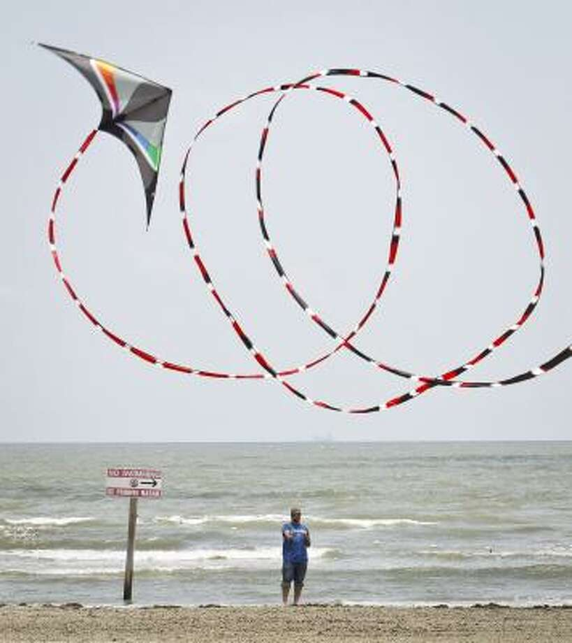 Gunner Newberry flies an HQ Maestro stunt kite with a 100-foot tail on a Galveston beach. Newberry, whose family has been in the kite business for three generations, says flying a kite is relaxing. Photo: Michael Paulsen, Houston Chronicle