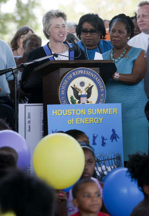 Mayor Annise Parker, left, and U.S. Rep. Sheila Jackson Lee, far right, announced the donation by Marathon Oil and ConocoPhillips on Monday at Independence Heights Park. Photo: Cody Duty, Houston Chronicle