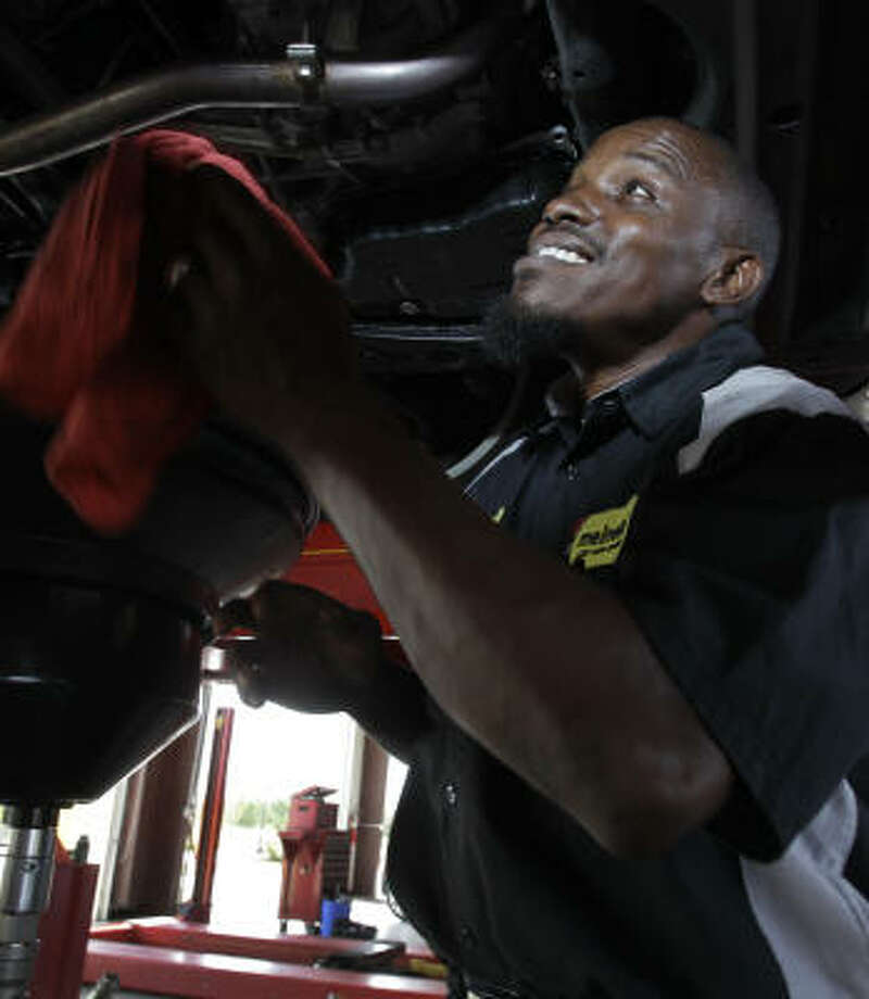 Mechanic Yahya Gant is looking forward to Ramadan and its special night prayers and will deal with the heat with pre-dawn meals of oatmeal, bananas and lots of water. Photo: Melissa Phillip, Chronicle
