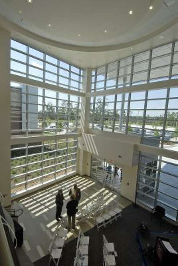 The entrance lobby of the Lone Star College - Atascocita Center is covered with glass and light. Photo: Tony Bullard, ALL