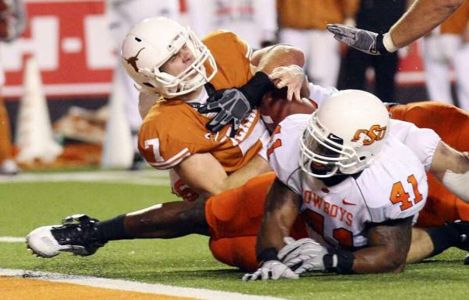 UT quarterback Garrett Gilbert (7) had a rough year in 2010, but he has a chance to retain the starting role. Photo: EDWARD A. ORNELAS, San Antonio Express-News