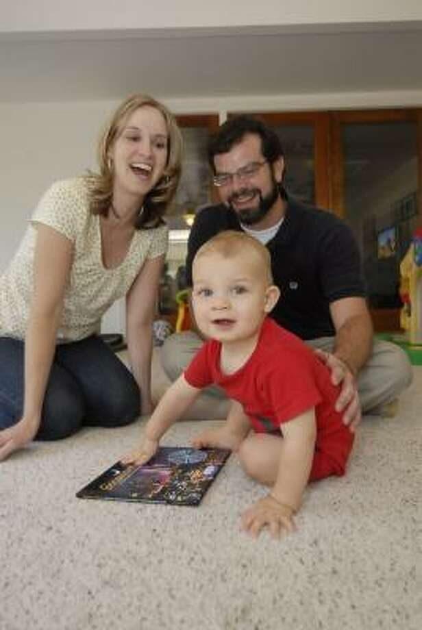 "TONY BULLARD: FOR THE CHRONICLE PLAYTIME: Jennifer and Kyle Solak with son Garrett in their home. The couple wrote ""Goodnight Houston,"" a tour of the sights of Houston, for Garrett. Photo: Tony Bullard, ALL"