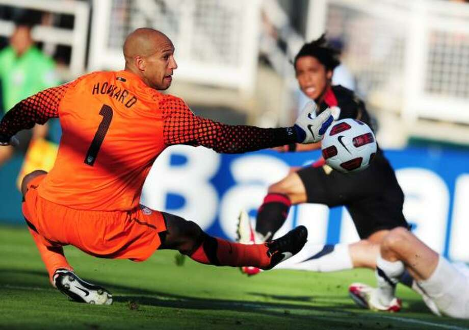 U.S. goalkeeper Tim Howard struggled on the field and off in the loss in the Gold Cup final. Photo: ROBYN BECK, Getty