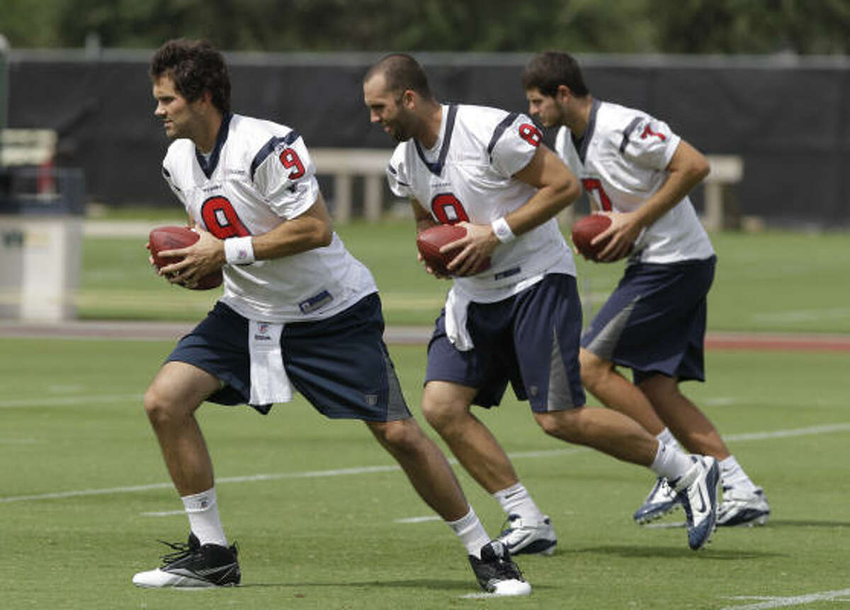 Matt Leinart, left, impressed Texans coaches with his performance on the practice field and in classes.