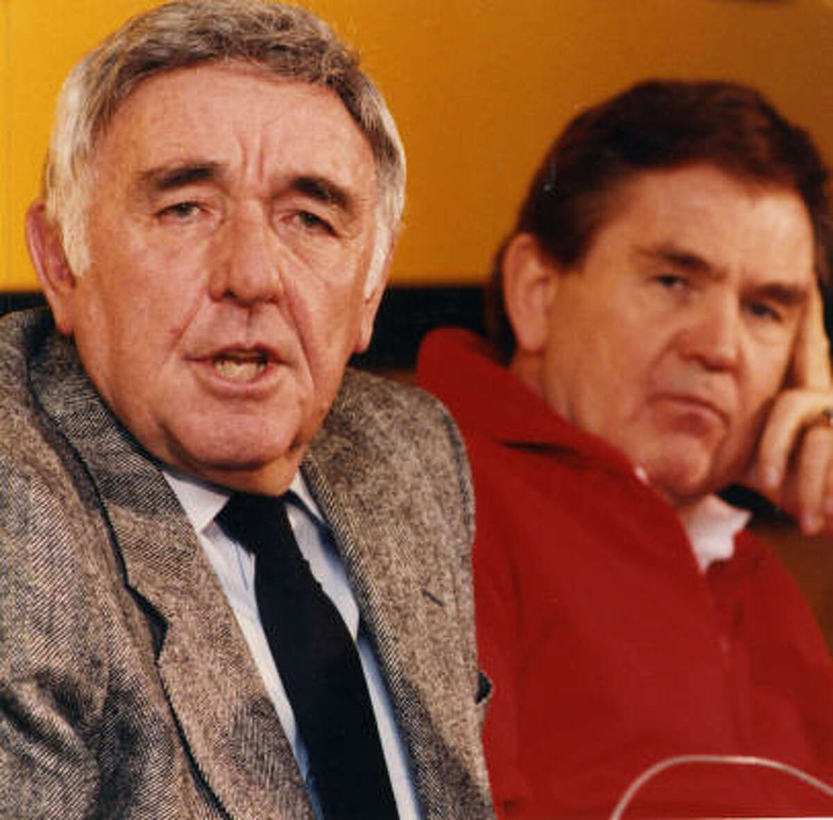Former Rockets president and GM Ray Patterson, left, and former coach Bill Fitch address the media in this 1987 photo.