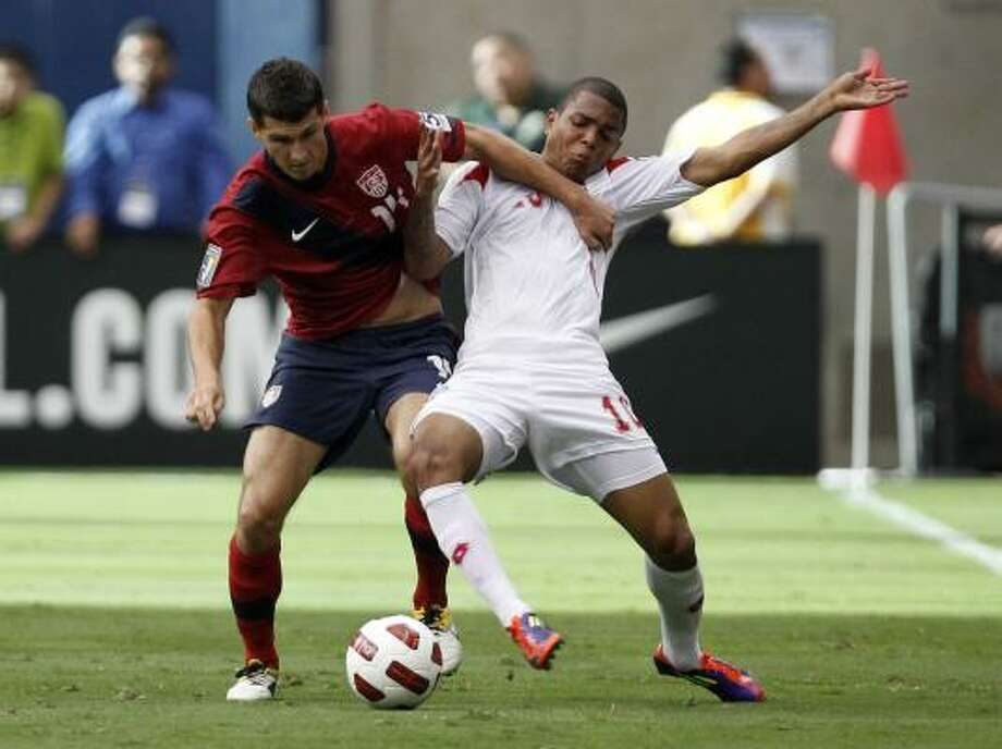 Eric Lichaj of the U.S. pushes off of Panama's Nelson Barahona during the Gold Cup semifinals at Relaint Stadium. Photo: James Nielsen, Chronicle