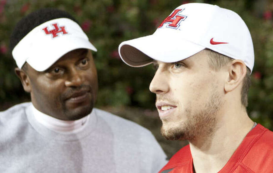 Coach Kevin Sumlin, left, and Case Keenum have been busy answering questions about the UH quarterback's knee. Photo: Nick De La Torre, Chronicle
