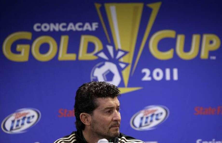 Mexican coach Jose Manuel De La Torre has been a popular figure during his tenure. Photo: Nam Y. Huh, Associated Press