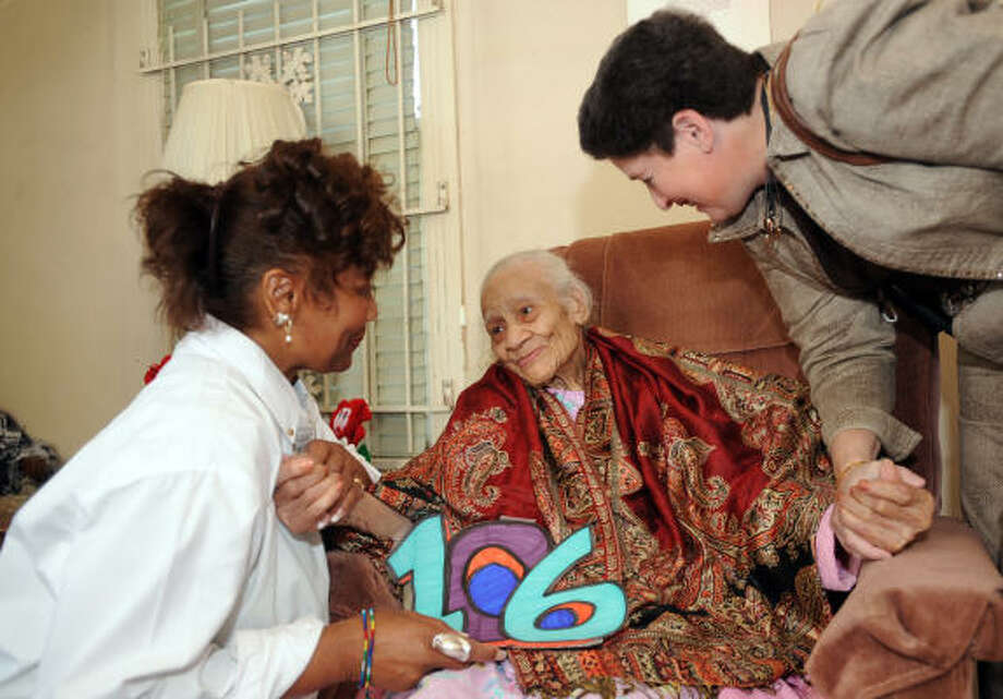 Caregiver Marie Bailey, left, and volunteer Ruby Colvin visit with Ruby Thomas on her 106th birthday at her home in 2009. Photo: Thomas Nguyen, Chronicle