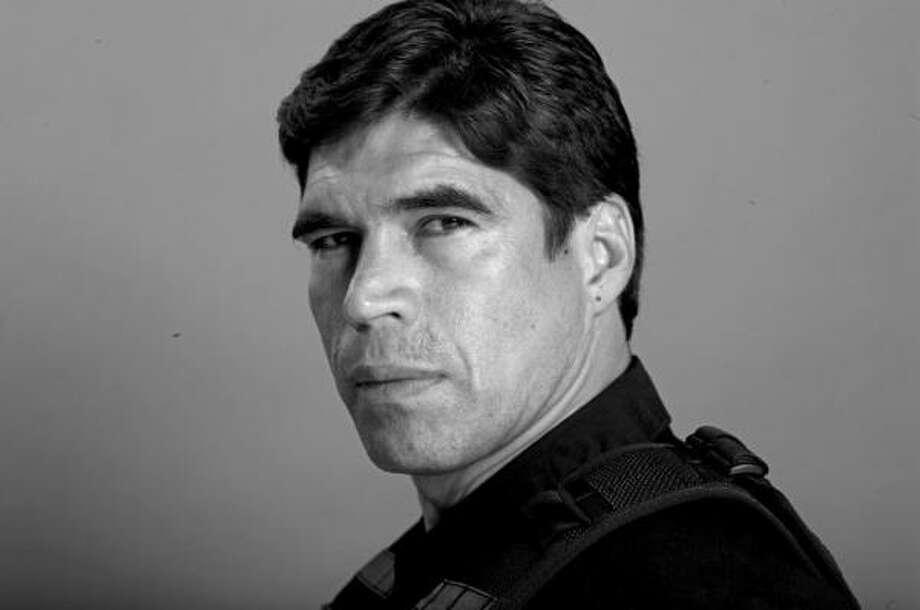 Alberto Estrella: encarna a un agente federal especial en la nueva serie que estrena Univisión. Photo: Univision