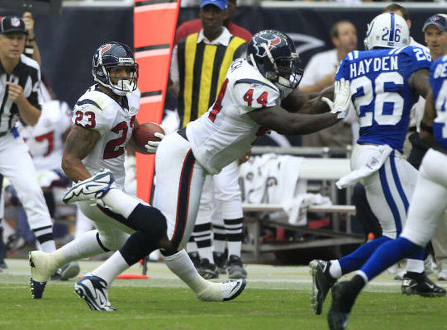 Vonta Leach helped pave the way for Arian Foster during his league-leading season. Photo: Brett Coomer, Chronicle