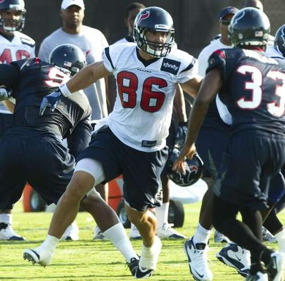 Texans fullback James Casey (86) runs through a hole looking to make a block during training camp on Monday. Photo: Brett Coomer, Chronicle