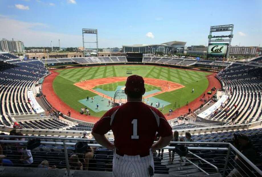 On their 35th trip to Omaha, the Longhorns encountered a stadium they have never seen before. Photo: Gerry Melendez, McClatchy-Tribune News Service
