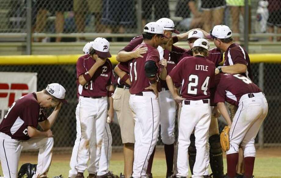 Pearland Little League team reacts after being eliminated in the title game of the Little League Southwestern Region Tournament by Lafayette. Photo: James Nielsen, Chronicle