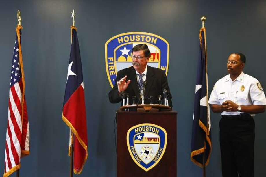Deputy Chief Kevin Brolan, right, and Chief Rick Flanagan on Tuesday discuss the arson suspect who jumped off an overpass. The man was seen near an apartment fire. Photo: Michael Paulsen, Houston Chronicle