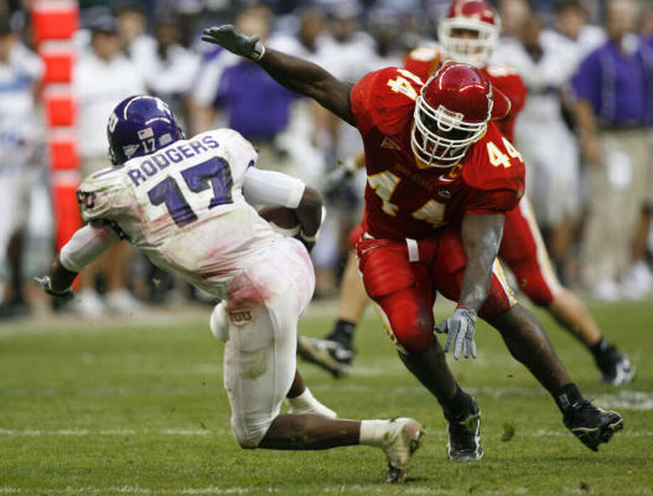 Tim Dobbins (44) played his college ball at Iowa State and appeared in the 2005 EV1.Net Houston Bowl. Photo: KAREN WARREN, CHRONICLE