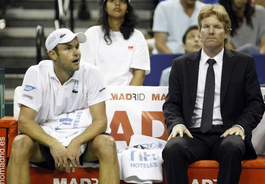 Andy Roddick, left, and U.S. Davis Cup captain Jim Courier react on the bench during a break against Spain's David Ferrer on Friday. Photo: Eric Gay, Associated Press