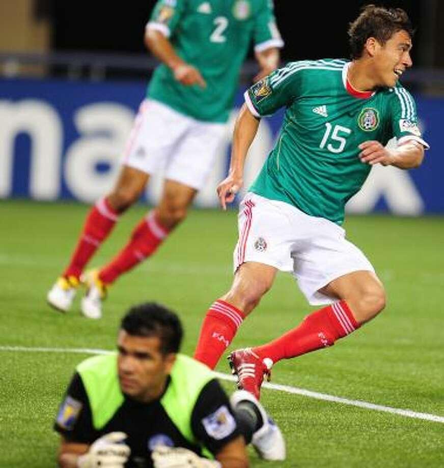 Héctor Moreno festeja uno de los goles de México en la Copa Oro. Photo: ROBYN BECK, Getty
