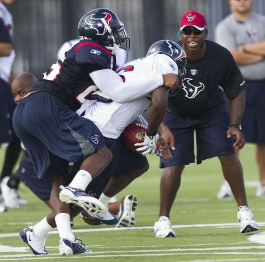 Texans cornerback Kareem Jackson, left, covers wide receiver Trindon Holliday during training camp on Thursday. Photo: Brett Coomer, Chronicle