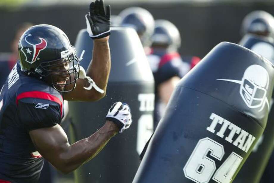 Defensive end Antonio Smith will sit out as the Texans re-do his contract. Photo: Brett Coomer, Chronicle