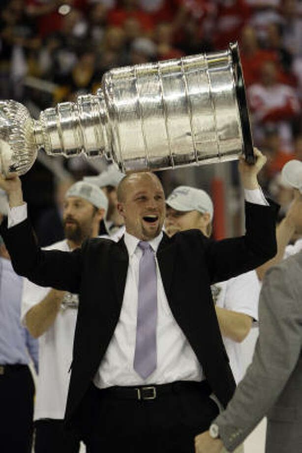 Mike Yeo, who worked as an assistant when the Penguins won the Stanley Cup, will leave the Aeros for the Wild. Photo: Paul Sancya, ASSOCIATED PRESS