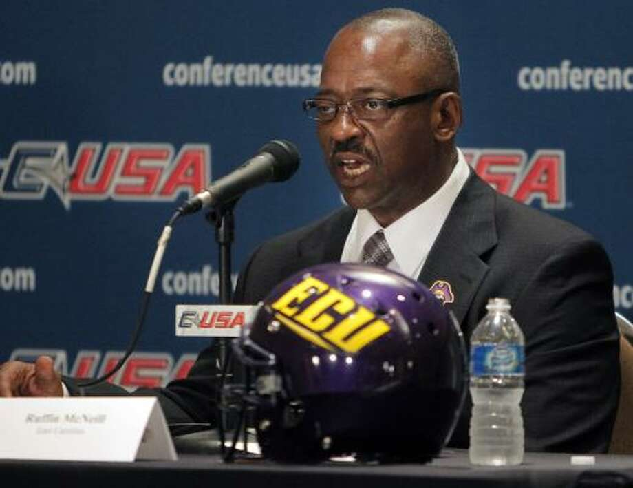 East Carolina football coach Ruffin McNeill has lost more than 120 pounds after undergoing gastric-bypass surgery this summer. Photo: Jim Weber, Associated Press
