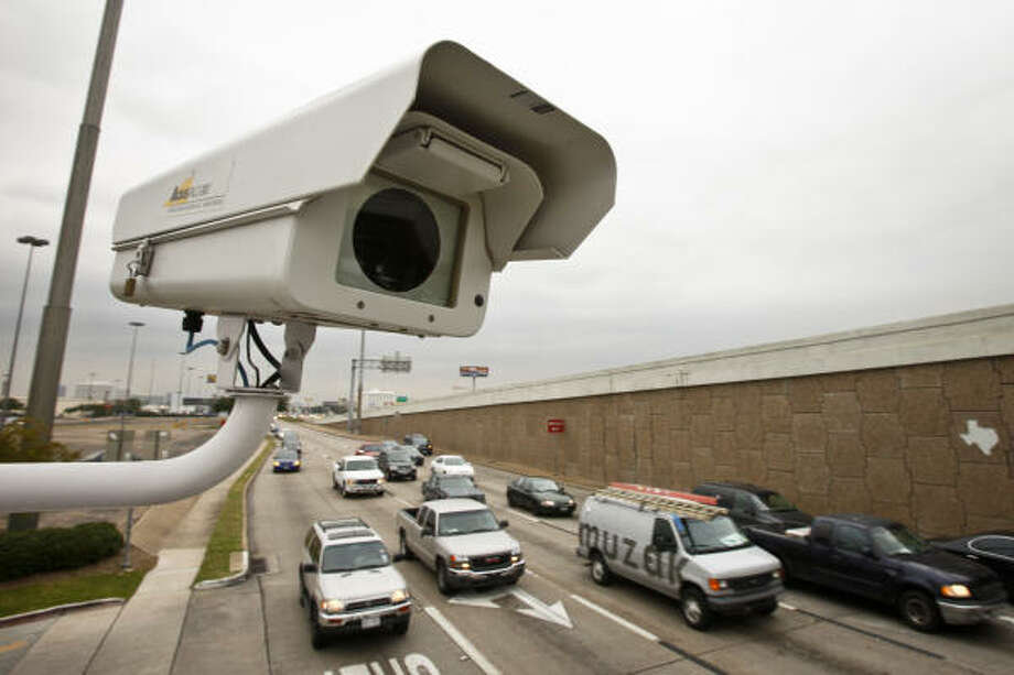 A red light camera perches above traffic at the intersection of Southwest Freeway and Bellaire Blvd. Monday, Nov. 15, 2010, in Houston. Photo: Michael Paulsen, Chronicle