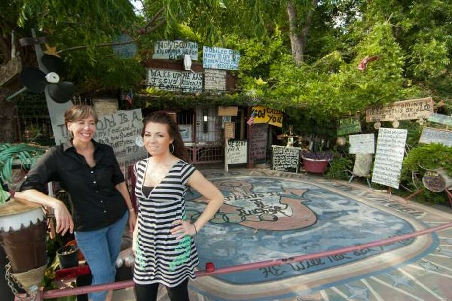 """R. CLAYTON McKEE: FOR THE CHRONICLE POSTCARD INSPIRATION: Kathryn Klauber, left, with her daughter Leigh K. Hajovsky outside the """"Truth of God"""" house near Barbara Jordan High School. Hajovsky will use the house for inspiration during their Postcards from Houston class to begin July 20. Photo: R. Clayton McKee, For The Chronicle"""