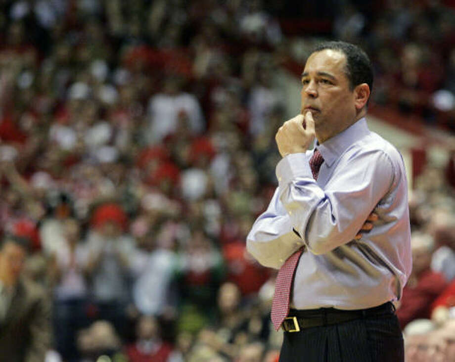 Kelvin Sampson, seen in 2008, was a head coach at Oklahoma and Indiana before two stints as an NBA assistant. Photo: Associated Press File