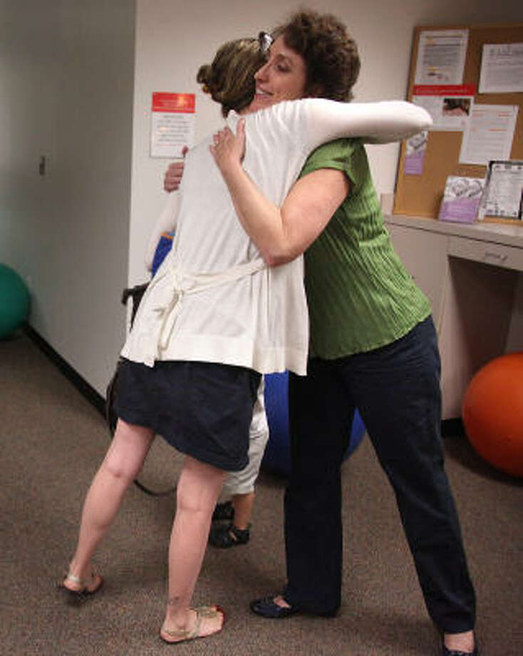 Juliana Heyward thanks therapist Sherry Duson after a meeting of a free postpartum depression support group at Texas Children's Hospital. Photo: Mayra Beltran, Chronicle