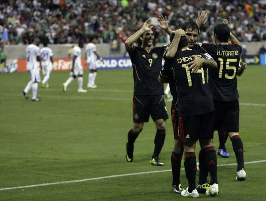 Univision drew a combined audience of more than 900,000 viewers for the two Gold Cup soccer games Wednesday night at Reliant Stadium. Photo: Cody Duty, Chronicle