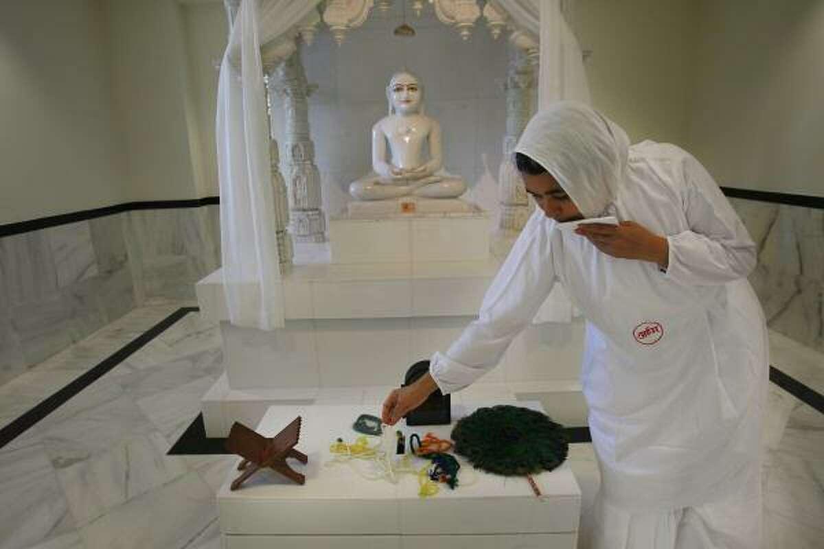 Samani Akshay Pragya is a nun, or sädhvi, at the Jain Vishva Bharati-Preksha Meditation Center