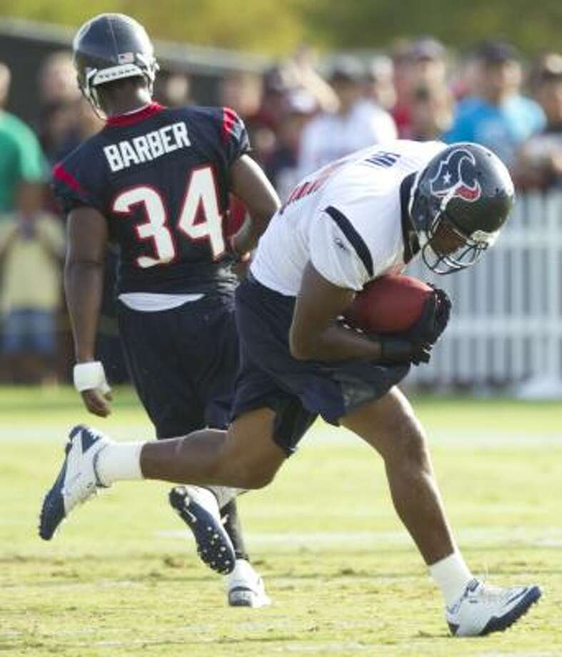 Texans tight end Anthony Hill runs past safety Dominique Barber. Photo: Brett Coomer, Chronicle
