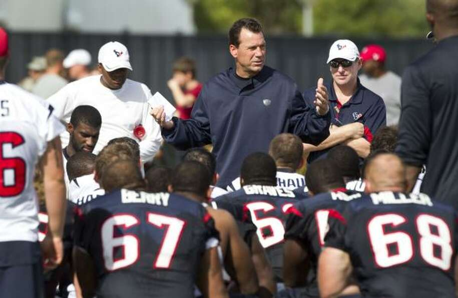 Texans head coach Gary Kubiak talks to his team following practice.